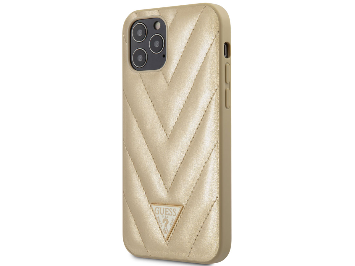 Guess V-Quilted Case Goud - iPhone 12/12 Pro hoesje