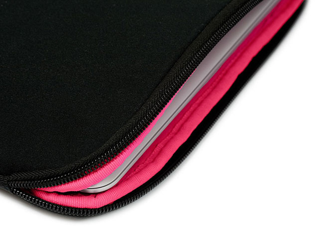 be.ez LaRobe Raspberry Black Sleeve - MacBook Air & Pro Retina 13 inch