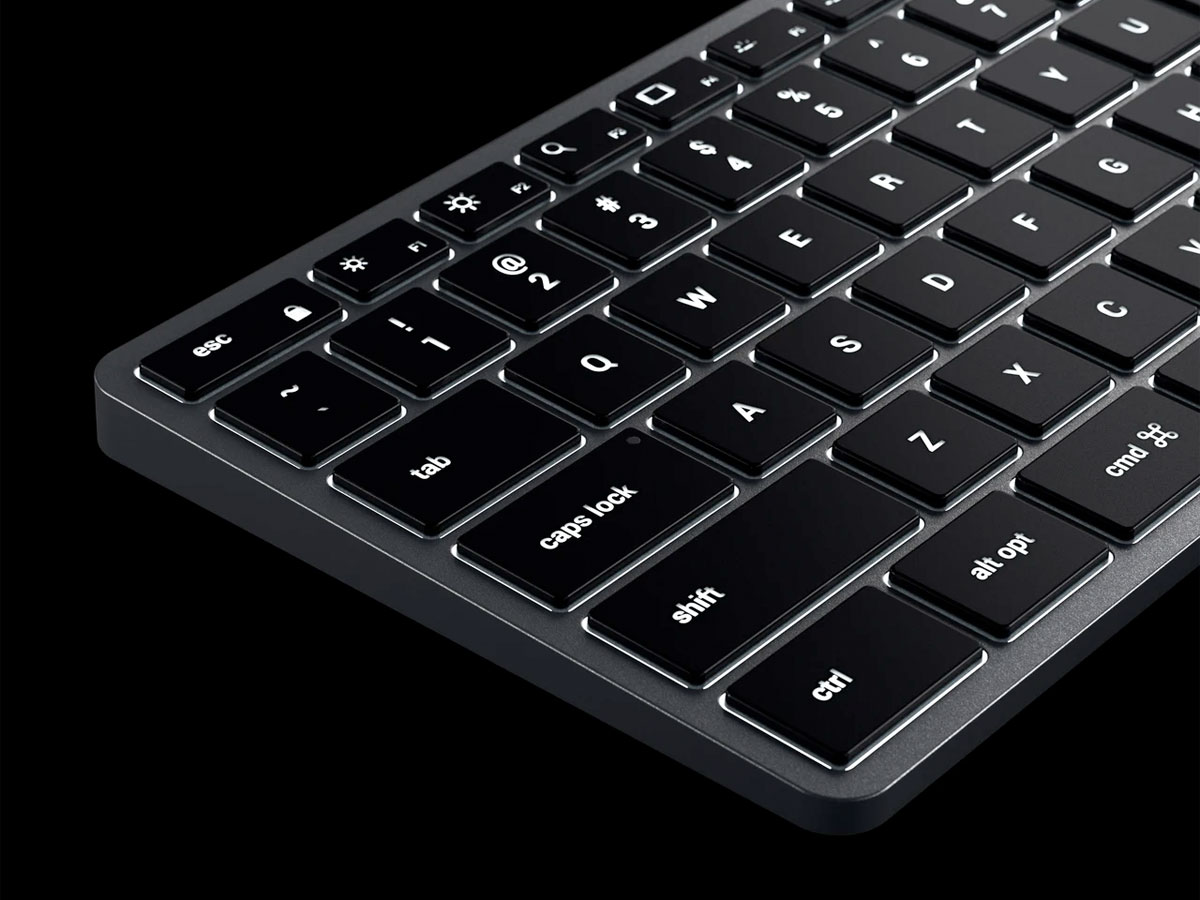 Satechi Slim W1 Wired Backlit Keyboard - QWERTY