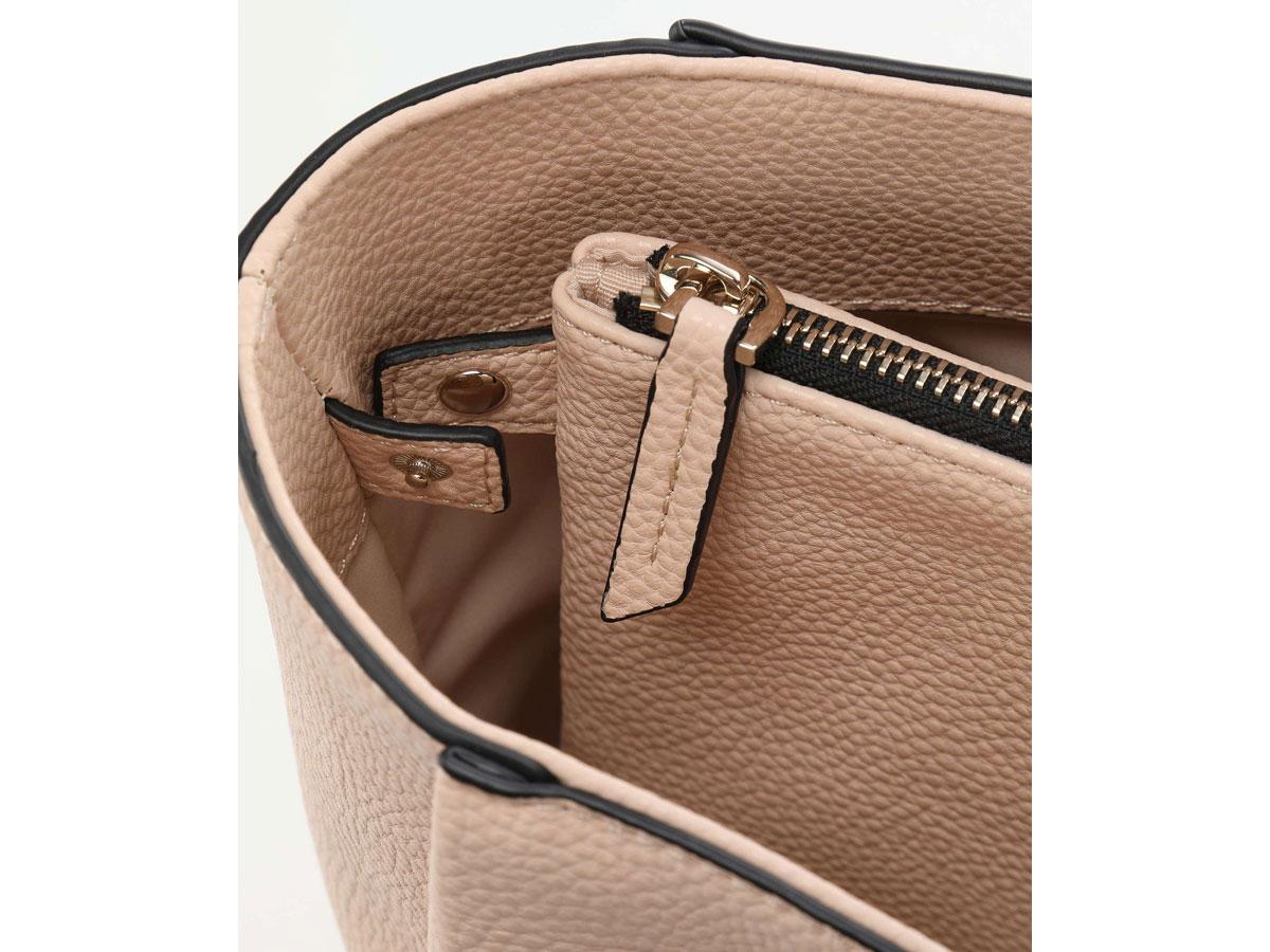 Calvin Klein Sided Shopper Tas met Uitneembare Laptopsleeve (Sand)