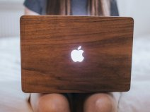 Woodcessories EcoSkin Walnut - MacBook Pro 13